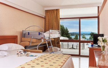 Family standard room with bunk and sea view