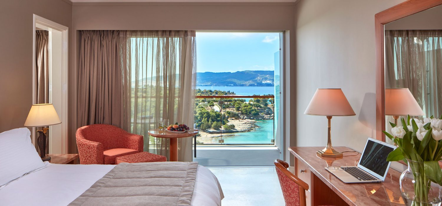 ROOMS AKS Hinitsa Bay in the Peloponnese is situated in a poetic place, amidst a secluded, green bay.