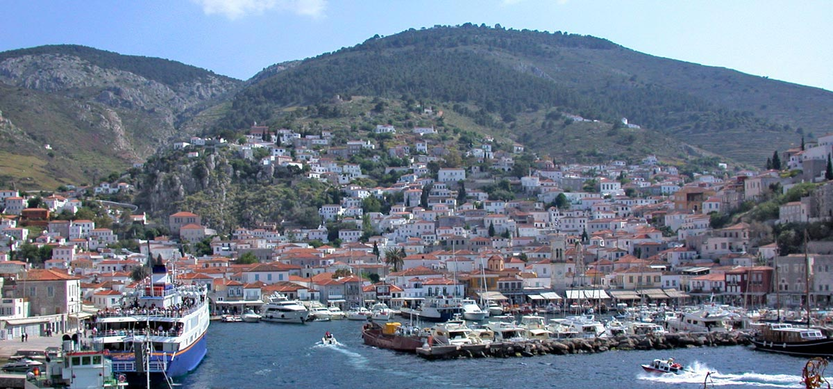 EXPLORE Arrange your holidays in Peloponnese, and explore all its riveting beauties
