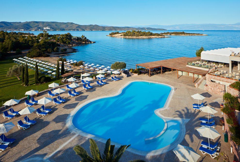 AKS Hinitsa Bay Hotel Πισίνα