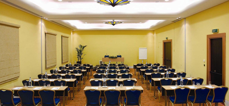ΣΥΝΕΔΡΙΑ ΚΑΙ ΕΚΔΗΛΩΣΕΙΣ Οι σύγχρονες εγκαταστάσεις και η πολυετής εμπειρία εγγυώνται απόλυτη επιτυχία σε κάθε είδους event!