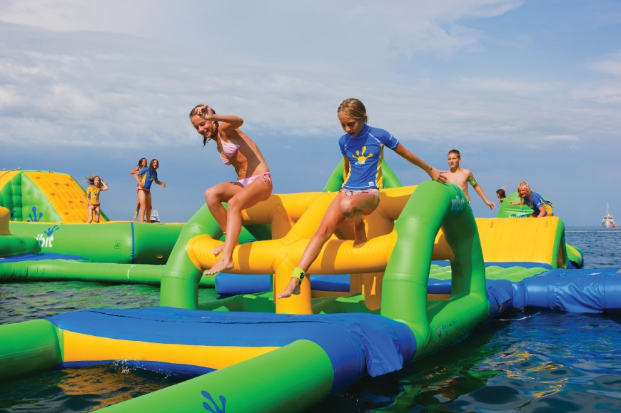 SEA WATER PARK Dive into the world of our sea water park with inflatable games.