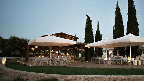 Το AKS Hinitsa Bay εγκαινίασε το απόλυτο Beach Bar!